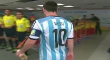 Messi Ignores Kid´s Handshake | Messi Leaves Child Hanging Before Argentina 2-1 Bosnia | Brazil 2014